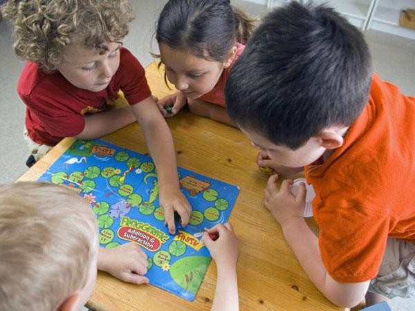 juegos de mesa enseñan a los peques